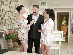 Killing hot milf Dana DeArmond and their way assistant give a great nuru massage
