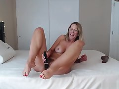 Hot Full-grown With Sexy Feet N Ass Shaking Riding Hard Chunky Black Cock