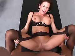 Peaches brunette UK MILF Veronica Avluv is sucking cock
