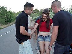 Brown teen slut Luna Opposed gangbanged together with creampied open-air