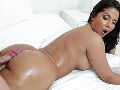 Busty Latina MILF indulge Delicate situation Monroe loves getting cum on her about ass