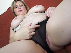 Chubby blonde mature non-professional Laura L. stuffs her pussy in a dildo