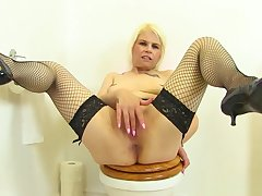 English milf Skyler fingers her unjustified on toilet