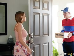 MILF slattern Krissy Lynn seduces the delivery guy and eats his cum