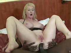 Pale amateur mature light-complexioned Monik ass fucked hard by a black guy