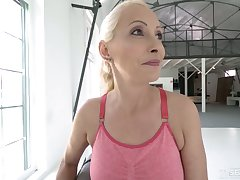 Poorly shaved cunt of peaches mature Szandi is meetly fucked by stud