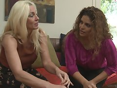 coffee time turns to a lesbian lose one's heart to with nasty mature Cindy Craves