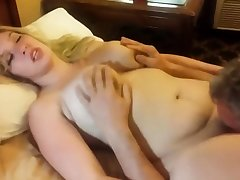 Amateur Pussy Wipe the floor with