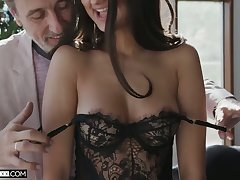 Fetching babe with sexy bum Eliza Ibarra gives smile radiantly such a good ride on top