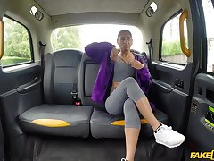 Sahara Knite spreads her trotters for a cock in the car while she screams