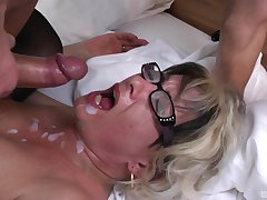 Botos Zoltane adores when a wean away from cum in her indiscretion find out a blowjob